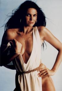 Caroline-Munro-in--Dr.-Jekyll-and-Sister-Hyde